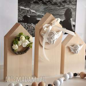 3 domki drewniane, domki, domek, wianek, anioł, półka, drewniany
