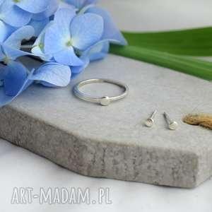 Komplet minimalistycznej biżuterii, pierścionek, minimalizm, okrągłe, kolczyki