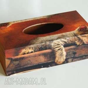Chustecznik z kotem na walizce, chustecznik, kot, walizka, decoupage
