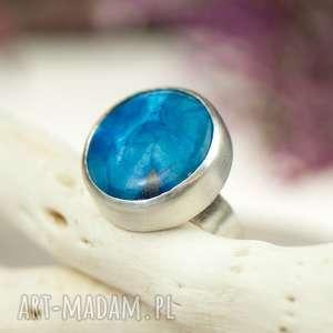 Prezent Minimalistyczny srebrny pierścionek z niebieskim agatem a648