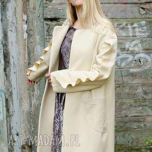 wełniany płaszcz ecru z falbankami, wełniany, midi, ciepły, klasyczny, falbanki