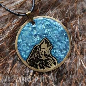 Morski Księżyc i Wilk - wisior z malowanego mosiądzu świecący w ciemności!, wilk