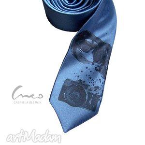 krawat śledź z nadrukiem - foto, krawaty, nadruk, śledź, aparat