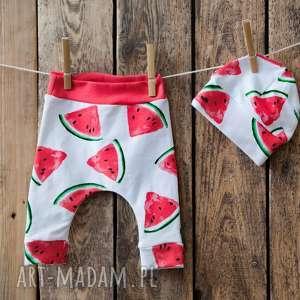 ręcznie zrobione ubranka komplet niemowlęcy - spodenki i czapeczka arbuzy