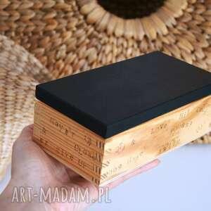 pudełko z literkami, skrzynka, pudełko, skrzynka drewniana, literki, alfabet