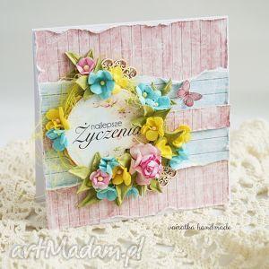 wiosenne życzenia kartka z pudełkiem - romantycznie, kartka, wiosenna, kwiaty