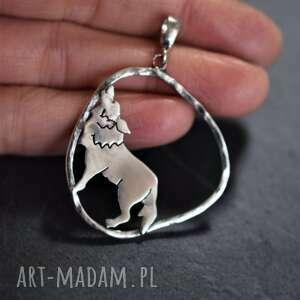 srebrna zawieszka z wilczycą, wilk, srebrny wisiorek, naszyjnik