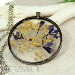 naszyjnik z kwiatów w cynowej ramce z438, biżuteria natury, kwiaty żywicy