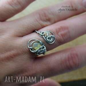 pierścionek regulowany, opal etiopski, wire wrapping, stal chirurgiczna