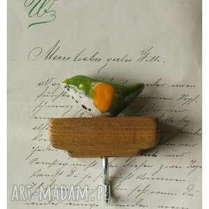wieszaki wieszaczek z limonkowym ptaszkiem, ceramika, wieszak, ptak, drewno