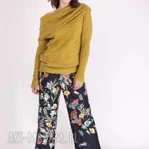 Sweter w stylu hiszpańskim, SWE127 żółty MKM, sweterek, hiszpański, odsłonięte