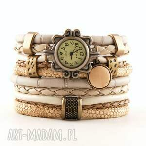 zegarek - bransoletka w kolorze piaskowym z drewnianą zawieszką, zegarek
