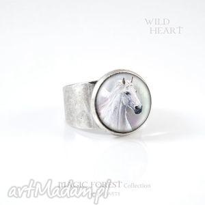 pierścionek - biały koń kolor srebrny