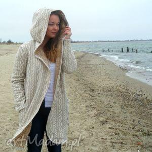 płaszcz swetrowy mela beż, sweter, płaszcz, wełna, warkocze, kaptur