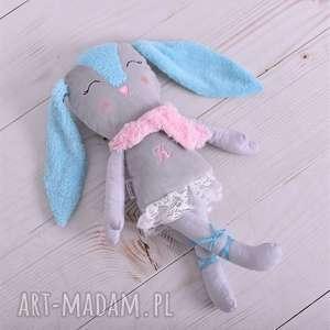 przytulanka dziecięca królik z literką, pomysł na prezent, poduszka