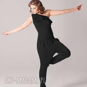 handmade ubrania czarny kombinezon z falbanką