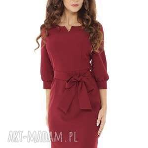 Sukienka z dziubkiem i falbaną bordowa, elegancka-sukienka, modna-sukienka