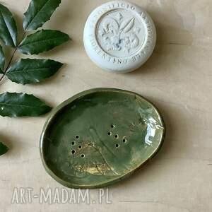 ręcznie wykonane ceramika mydelniczka robiona w leśnej gęstwinie