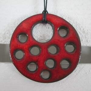 wisior ceramiczny z dziurami, wisiorek, z-ceramiki, czerwony, dziurawy