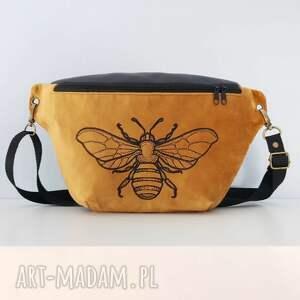 nerka xxl pszczoła, nerka, oversize, torebka, biodrówka, haft