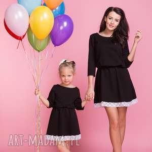 Sukienka z ozdobną koronką DZIECKO TD1, kolor czarny, sukienka, lekko, rozkloszowana