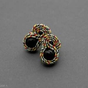 małe kolczyki sutasz z onyksami, sznurek, eleganckie, kolorowe, małe, wesołe