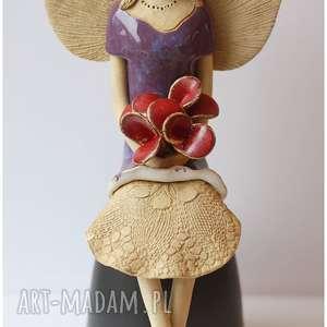Anioł w fioletowej tunice z różami, ceramika, anioł,