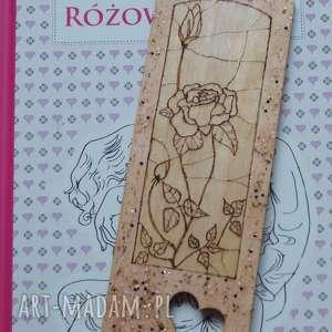 różana zakładka - ręcznie wypalana drewniana zakładka