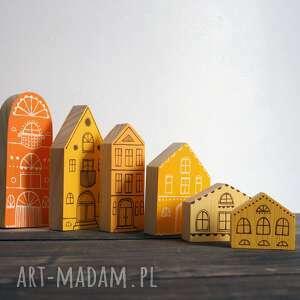 komplet 6 szt - drewniane domki ręcznie malowane pomarańczowo - żółte