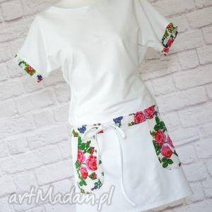ręcznie wykonane sukienki biała sukienka dresowa oversize kwiaty folk
