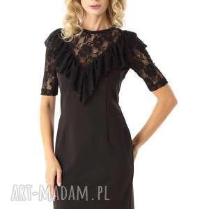 dopasowana sukienka z koronkową falbanką czarna - elegancka sukienka, koktajlowa