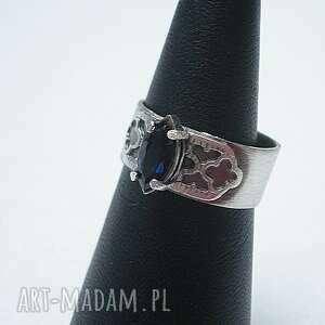 szafir i koronki - pierścionek, srebro, oksydowane, cyrkonia, koronkowy