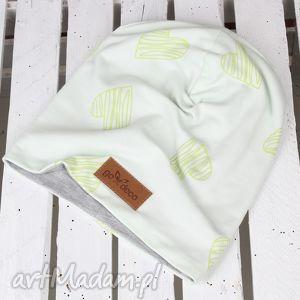 czapka beanie kolorowa serduszka - czapka, zielona, serce, beanie, ciepła, prezent