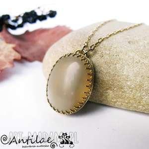 Orumita I - Kamień słoneczny, mosiądz, pozłacany moonstone, mosiądz