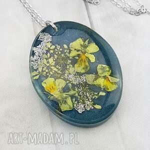 mela art 1259- wisiorek z żywicy kwiatami, wisiorek, żywica, kwiaty, epoksyd