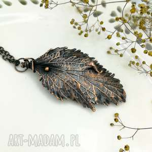 Prezent Liść tawuły japońskiej - naszyjnik z prawdziwym liściem