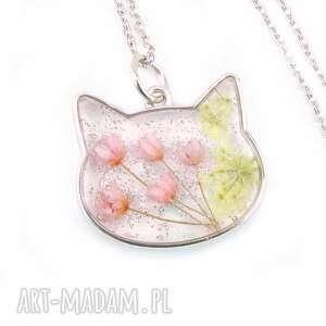 0896/mela wisiorek z żywicy kot, różowe kwiaty, wisiorek, kotek, kwiaty