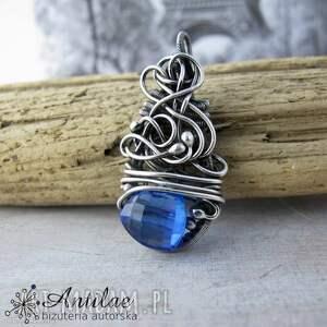 wisiorek wire wrappingz z niezwykłym chabrowym kwarcem, niebieski kwarc, srebrny