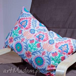 ręcznie zrobione poduszki kolorowa poduszka w folklorystyczne wzory
