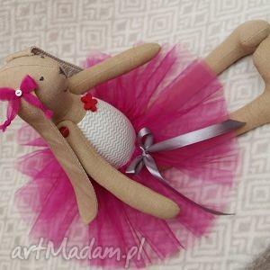 baletnica w nowej amarantowej spódnicy, baletnica, tiul, tutu, roczek, maskotka