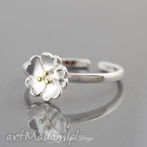 Srebrny pierścionek kwiat, pierścionek, regulowany, delikatny, złocony