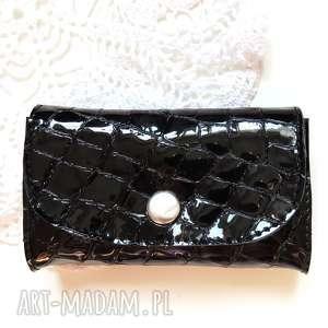 portmonetka skórzana mini z zatrzaskiem lakierowana, portfel, skóra, kobieta