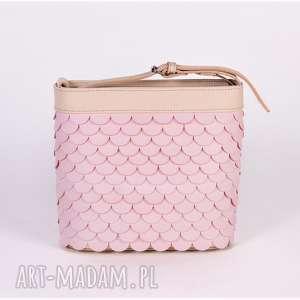 torebka łuska - pastelowy róż, torebka, skórzana, różowa mała