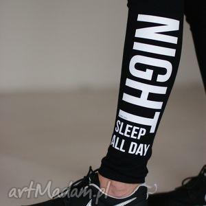 spodnie uniwersalne czarne legginsy rurki z napisami, spodnie