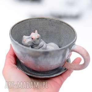 ceramiczna filiżanka z figurką hipopotama - rózowo szara - 340 ml na prezent