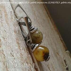 Jesień nauszna kolczyki z bursztynu i srebra szarotka bursztyn