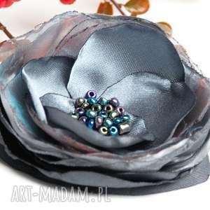 Elegancka broszka kwiatek wykonana ręcznie z tkaniny broszki