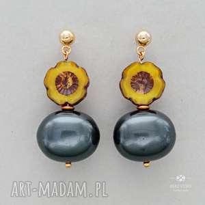 Anemony z perłą ciemnozieloną, sztyfty, metal, szkło, perły,
