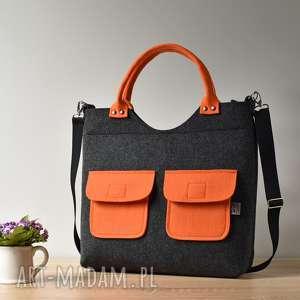duża grafitowa antracytowa filcowa torebka z pomarańczowymi kieszonkami