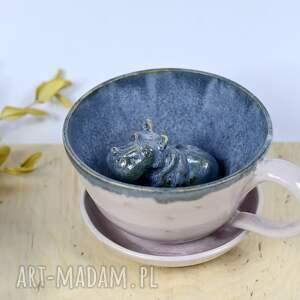 ceramiczna filiżanka z figurką hipopotama - blady róż 320 ml na prezent